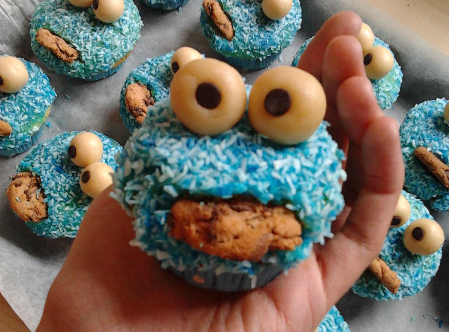 Krumelmonster Muffins Suss Blau Und Naturlich Mit Keksen