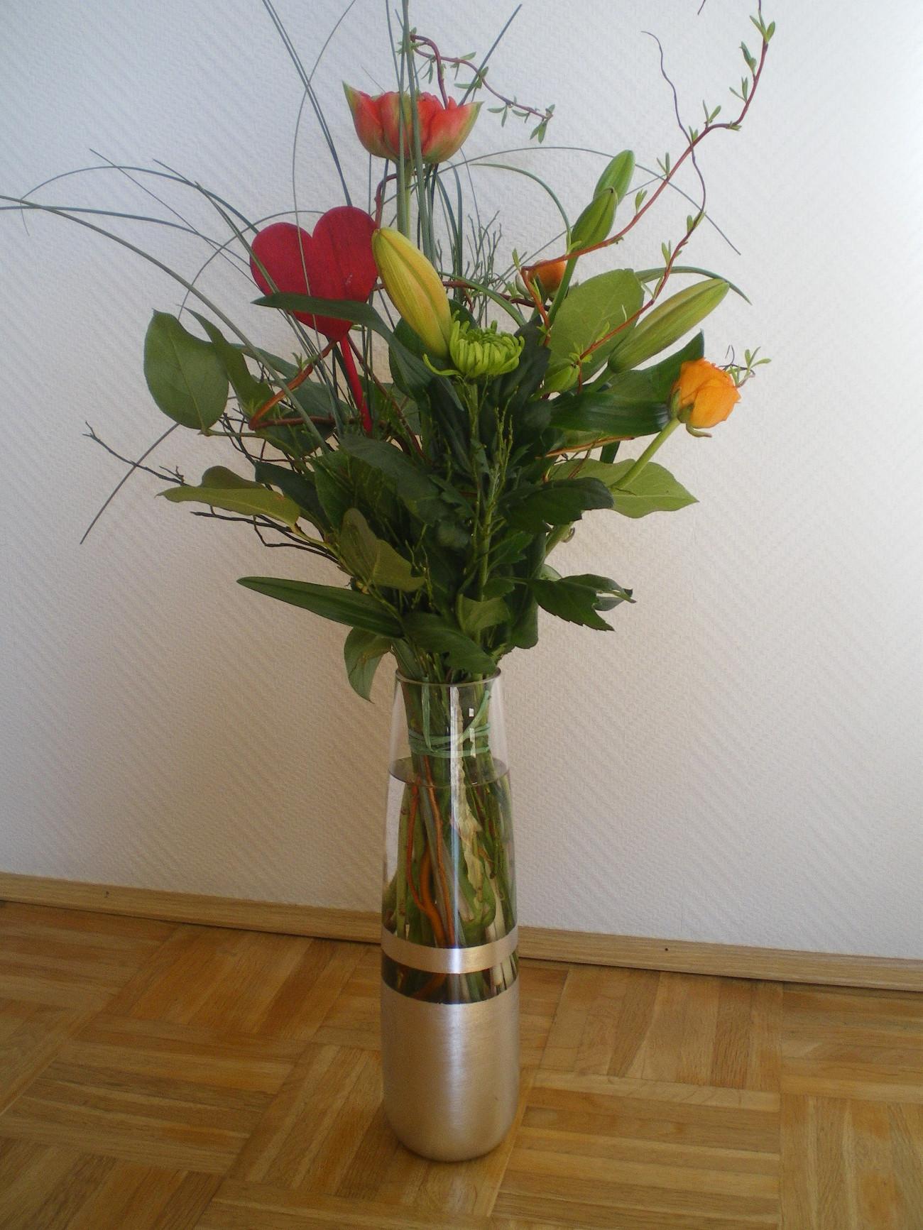 Vase mit Strauß