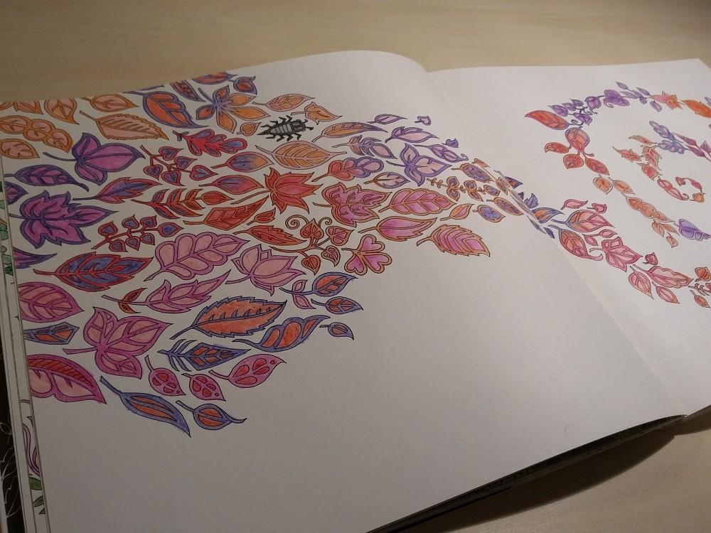 Ausmalbuch bemalte Seite Blätter