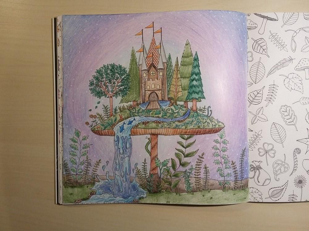 Ausmalbuch bemalte Seite Schloss auf Pilz