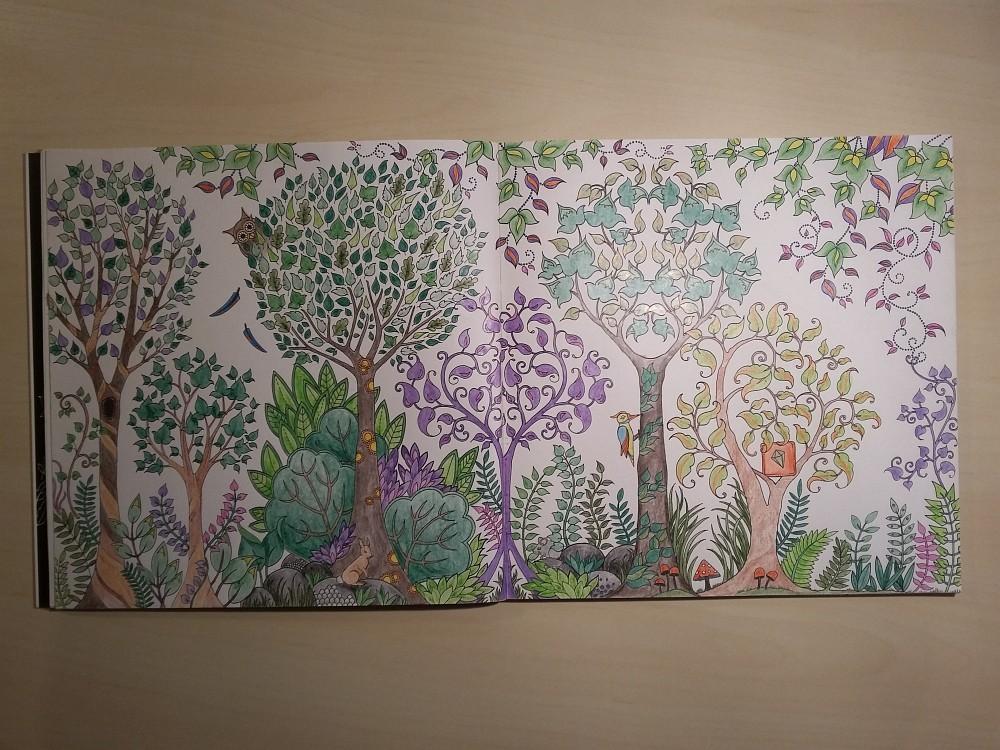 Ausmalbuch bemalte Seite Wald