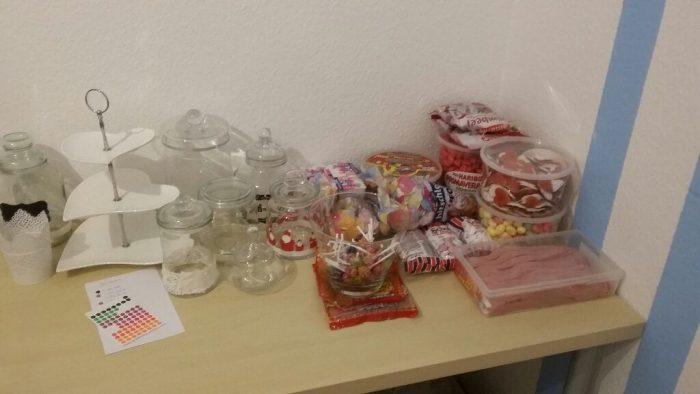 Candybar Zubehör Sammlung: Etageren, Gefäße und Süßigkeiten
