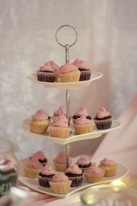Mini-Cupcakes auf einer Etagere