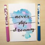 "Aquarellkarte mit Handlettering ""Never stop dreaming"""