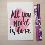 "Aquarellkarte mit Handlettering ""All you need is love"""